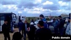 Российская полиция задерживает крымских татар после пятничной молитвы