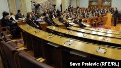 Milo Đukanović govori pred parlamentarcima