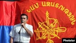 Armenia -- Armen Rustamian, a leader of the Armenian Revolutionary Federation, addresses a rally in Ashtarak, 29Sep2010.
