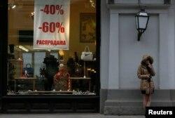Хватит ли обесценившихся рублей на покупку товаров - даже с солидной скидкой?