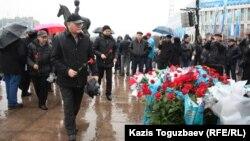 Желтоқсан және Жаңаөзен оқиғасын еске алушылар. Алматы, 16 желтоқсан 2013 жыл