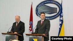 Josip Leko i Denis Bećirović na sastanku u Sarajevu, 29. oktobar 2013.
