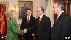 Средба на премиерот Никола Груевски со американската државна секретарка Хилари Клинтон во Стејт департментот