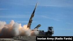 Hesabatda İran və Şimali Koreyanın raket sistemlərini təkmilləşdirməsindən narahatlıq ifadə olunur. Fotoda: İranın Səyyad-2 raketinin buraxılışı
