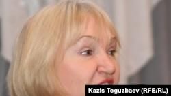 """Тамара Калеева, президент прессозащитной организации """"Адил соз"""", выступает на форуме демократических сил. Алматы, 29 января 2011 года."""