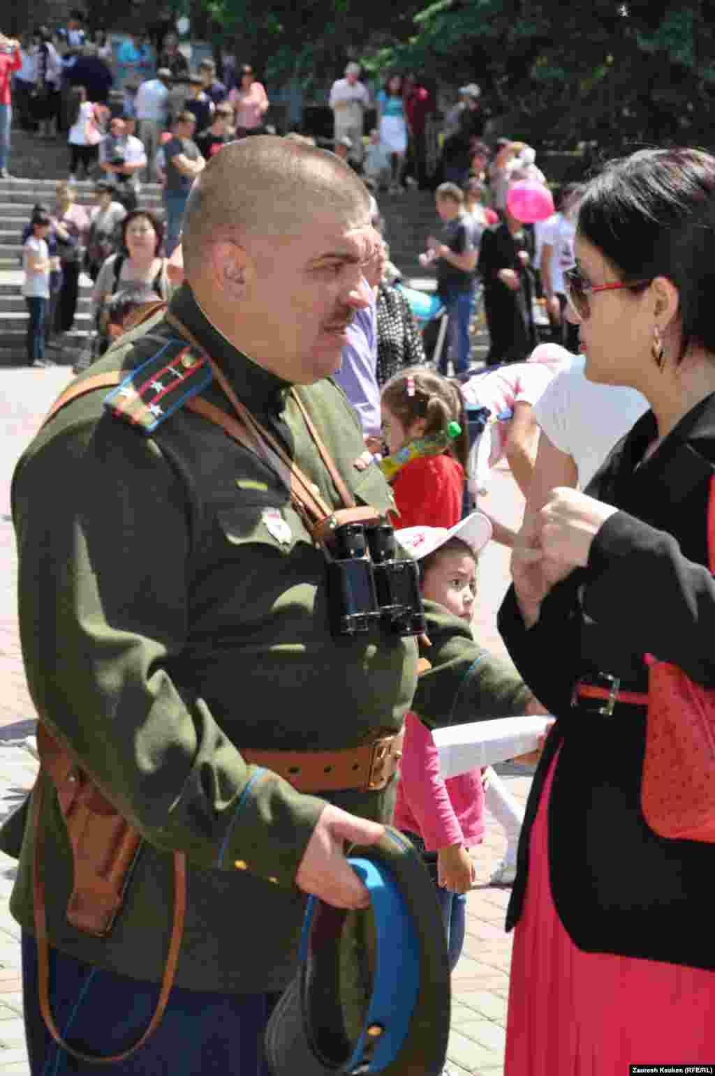 На праздновании Дня Победы в Парке имени 28 героев-панфиловцев. Алматы, 9 мая 2013 года.