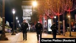 Париж марказида юрган хавфсизлик кучлари вакиллари