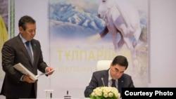Президент Туркменистана Гурбангулы Бердымухамедов на презентации переводов его книг на казахский язык. Астана, 19 апреля 2017 года.