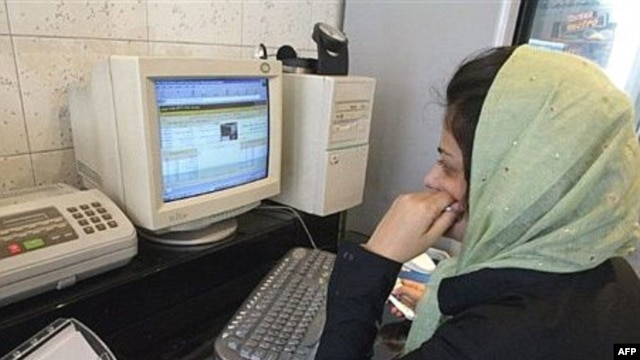 Many Iranians have been claiming that their access to social networks and Internet-based e-mail sites has been blocked in recent days.