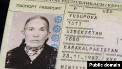 Паспорт 135-летней покойной долгожительницы Тути Юсуповой. Турткульский район автономного Каракалпакстана, 6 июля 2012 года.