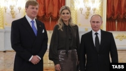 Король Виллем-Александр, королева Максима и Владимир Путин в Кремле