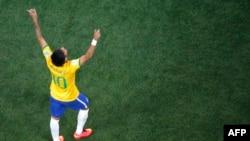 Бразилиянын чабуулчусу Неймар.