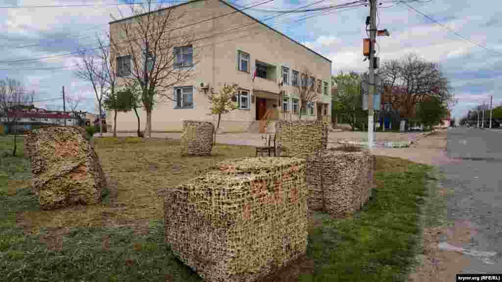 Ландшафтный дизайн у здания сельсовета