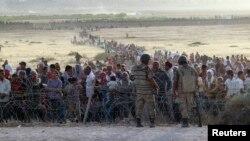 عکس متعلق به روز جمعه پیش از بازگشایی مرز ترکیه به روی پناهجویان کرد سوری