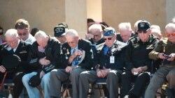 Ветераны на мемориальных мероприятиях в честь годовщины высадки союзных войск в Нормандии