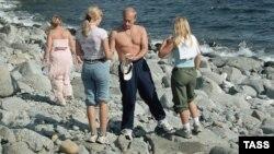 Arxiv fotosu: Prezident Vladimir Putin ailəsi ilə istirahətdə.