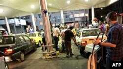 Iranians line up to pump gasoline in downtown Tehran (file photo)