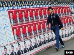 Передвиборні плакати кандидатів у президенти на одній з вулиць Тбілісі, 25 жовтня 2013 року