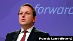 Унгарският еврокомисар Оливер Вархели, който отговаря за разширяването, заяви, че приемането на нови страни остава топ приоритет за ЕС