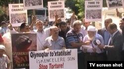 Karimov's regime near the Uzbek embassy in Istanbul, 01Sep2011