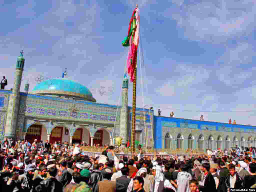At least 6,000 people celebrated the first day of Norouz in Mazar-e Sharif on March 20 - Noruz08 Afghanistan - The view of Mazare Sharif on Nowruz Day. People usualy make pilgrimage to Mazare Sharif to celebrate New day in the town's shrine. PAJHWOK/Agustinus Wibowo Noruz08
