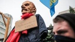 Акція протесту проти скасування закону про декомунізацію біля будівлі Конституційного суду в центрі Києва, 21 травня 2019 року