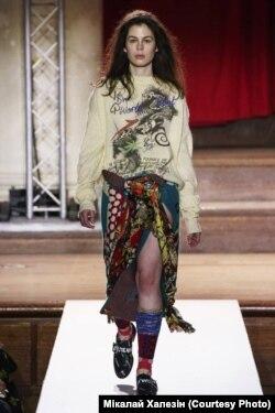 Даніэла Каляда на паказе калекцыі Вівьен Вэствуд на London Fashion Week. Фота Мікалая Халезіна.