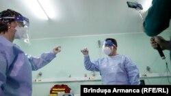 România va începe vaccinarea generală a populației în 8 municipii cu rate mari de infectare de peste 4,5/1000 locuitori