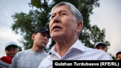 Алмазбек Атамбаев и Канат Сагымбаев.