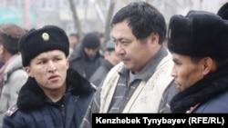 ყაზახეთის პოლიციამ არასამთავრობო ორგანიზაციის ლიდერი ერმეკ ნარიმბაევი დააკავა. ალმა-ატა, 30 იანვარი, 2010 წ.