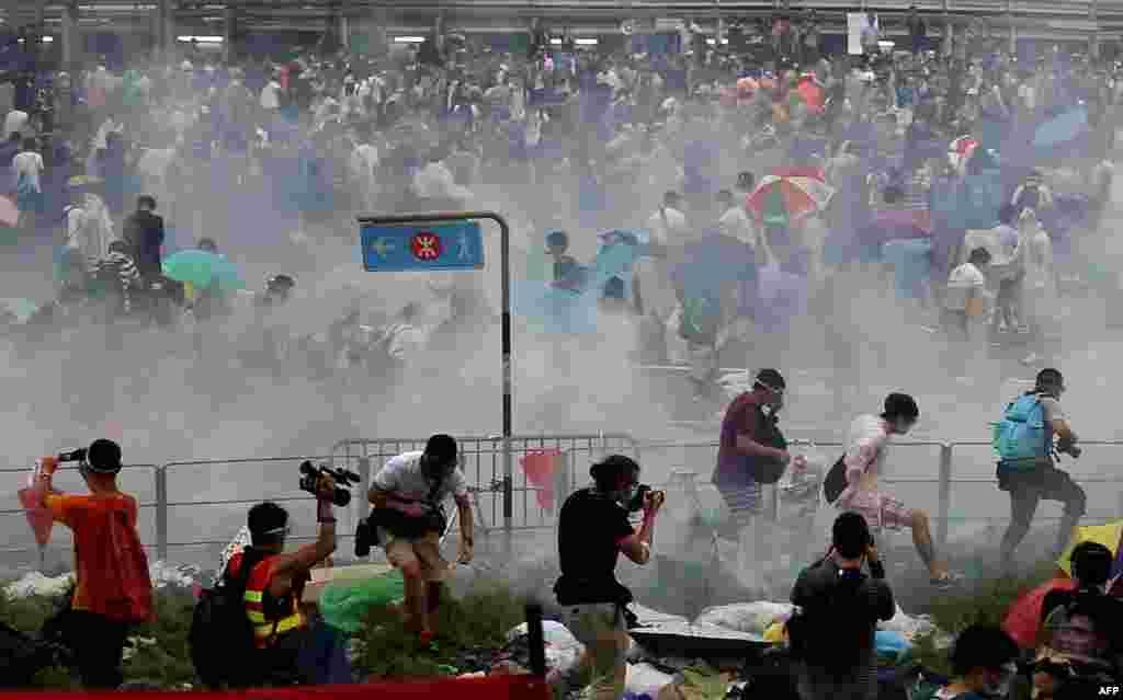 28 сентябрьдә полиция демонстрациячеләргә каршы күз яшьләндерү газы кулланды.