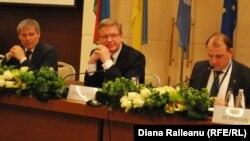 Vasile Bumacov alături de comisarii europeni Dacian Ciolos și Stefan Füle în ianuarie la Chișinău