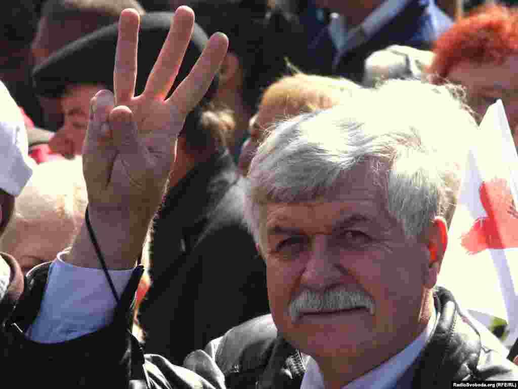 Акція відбувалась під прапорами всеукраїнських об'єднань «Батьківщина» та «Свобода».