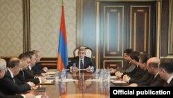 президент Армении Серж Саргсян проводит совещание по приоритетам осуществления экономической политики, 11 марта 2011 г.