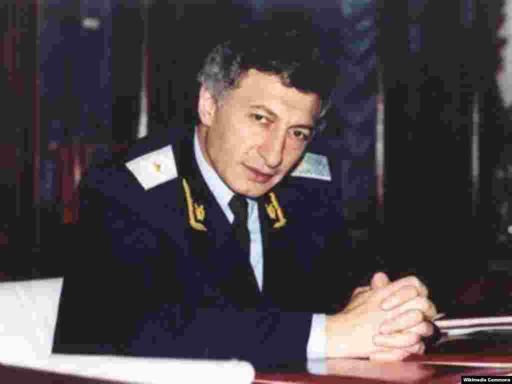 Baş prokuror İsmət Qayıbov