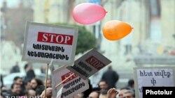 Акция протеста в Ереване против обязательной накопительной пенсионной системы (архив)