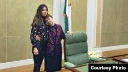Супруга первого президента Узбекистана Ислама Каримова Татьяна Каримова и его младшая дочь Лола Каримова-Тилляева в резиденции президента «Оксарой». Фото взято из страницы Л.Каримовой-Тилляевой в Фейсбуке.