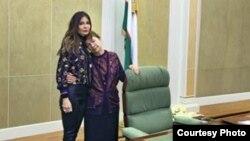 Супруга первого президента Узбекистана Ислама Каримова Татьяна Каримова и его младшая дочь Лола Каримова-Тилляева в резиденции президента «Оксарой».