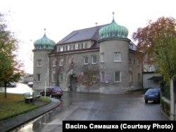 Турма Ландзбэрг (Баварыя), дзе напісаў «Майн кампф» Гітлер. Галоўны ўваход