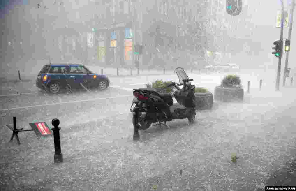 A hailstorm pours down on downtown Belgrade. (AFP/Alexa Stankovic)