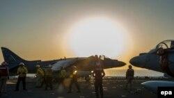 مقاتلة أميركية تستعد للانطلاق في ضربة جوية على داعش