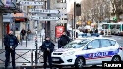 Ֆրանսիա - Ոստիկանությունը պարեկություն է իրականացնում դեպքի վայրում, 7-ը հունվարի, 2016թ․