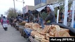 جوانان دست فروش در شبرغان