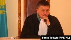 Cудья областного Мангистауского суда Максат Бейсембаев. Актау, 2 августа 2012 года.