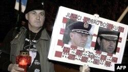 Një veteran lufte, duke pritur vendimin e Tribunalit, Zagreb