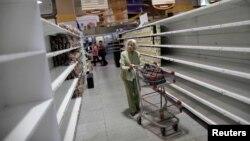 Супермаркет в Каракасе, июль 2017 года