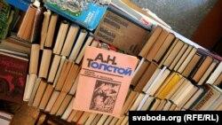 Кнігі, якія людзі прыносяць для вайскоўцаў