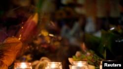 Свічки запалені в честь тих, хто захинув під час вибухів у Бостоні, 21 квітня 2013 року