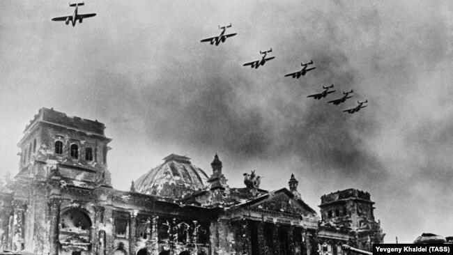 Разрушенный Рейхстаг, 1945 год.