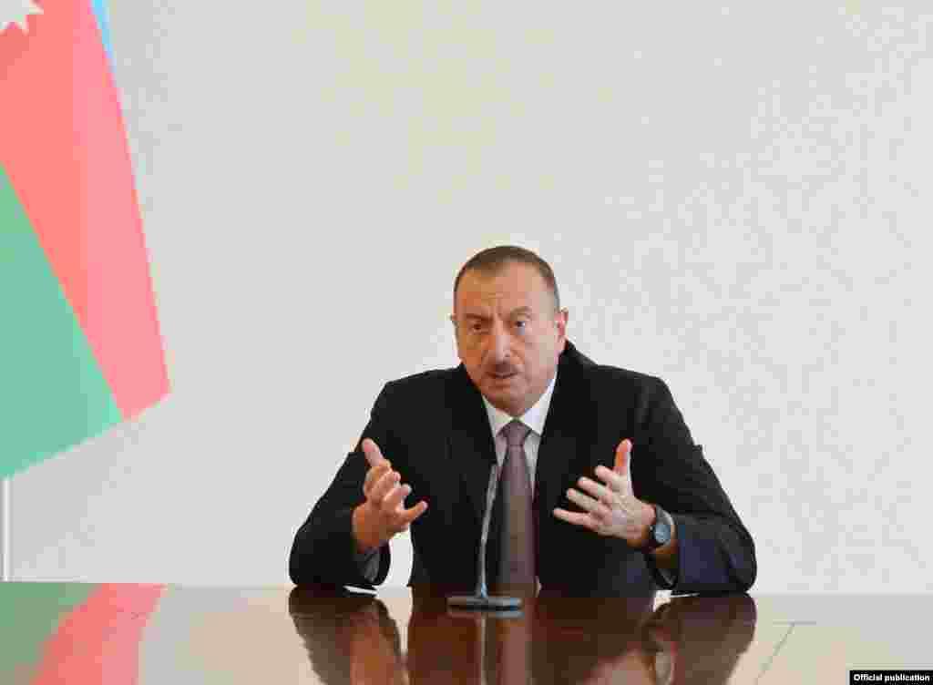Prezident İlham Əliyev jurnalistlərlə görüşdə